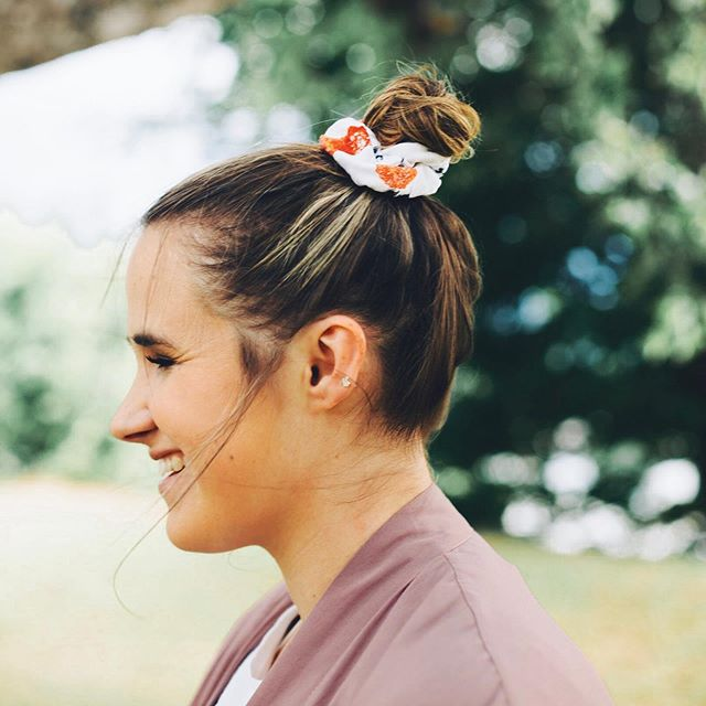 New blog post 💇🏼 I'm loving the scrunchie trend! On the blog today I'm sharing my favorite scrunchies from @amazonfashion and @salsscrunchies. Check it out! Link is in my bio! 📸 @littlephotofox . . . #xoxolovelaura #summerstyles #summeroutfit #summerstaple #myshopstyle #shopstyle #hellosummer #summertimes #discoverunder5k #casuallook #casuallyobsessed #realoutfitgram #realstyle #summerfeels #summertrends #scrunchies #summerhairstyle #hairaccessory #hairstylesforgirls #hairstyleoftheday