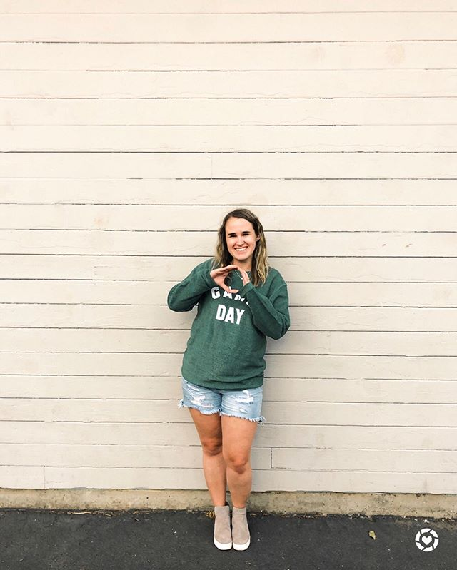 College football is back and I am here for it! I've always loved @livelovegameday, and when I saw this sweatshirt I knew it would be perfect for football this year for both my teams! {#gifted} I linked this sweatshirt on LTK (it comes in 5 colors) and a couple other tees that are perfect for football season!  When I married Spencer and move back to Portland, I knew I would have 2 teams to cheer for- the Oregon Ducks 🦆 and the Baylor Bears 🐻. Luckily for me, they have the same colors! 💚💛 http://liketk.it/2Eumg #liketkit @liketoknow.it . . . #xoxolovelaura #collegefootball #cfb #livelovegameday #collegegameday #scoducks #goducks #oregonnw #oregonfootball #universityoforegon #baylor #baylorfootball #cjlagirls #cjlatagmail #discoverunder100k #footballfan #footballisback