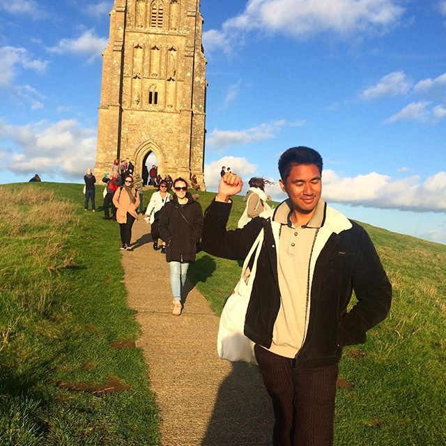 Thanks to everyone who came on our Somerset Cheese & Cider Trip last Sunday! We hung out at Roger's cider farm, hiked up Glastonbury Tor, wondered around Cheddar village and drank a lot of different ciders!  Look out for this tour again next spring/summer 🤘🏻🧀🧀🧀 #backpacker #foodtour #somerset #cheddar #cidertour #ciderfarm #uktours #travelgram #aussiesinlondon