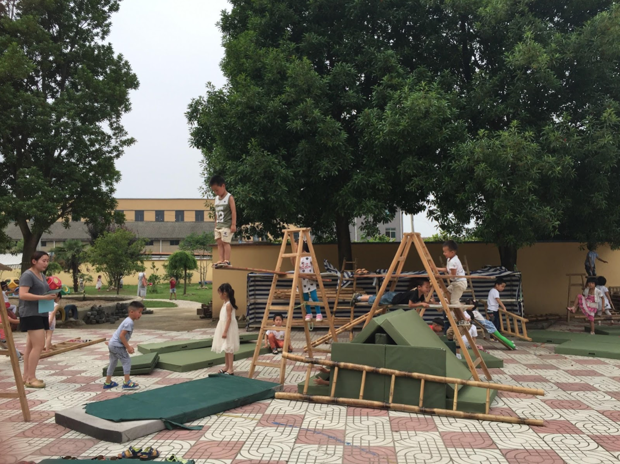 Tran Templeton: This photo (and memory) exemplifies for me not only the kinds of risk that very young children take and the trust that adults have in children within Anji Play, but also the knowledge that children have about their own bodies and environments.