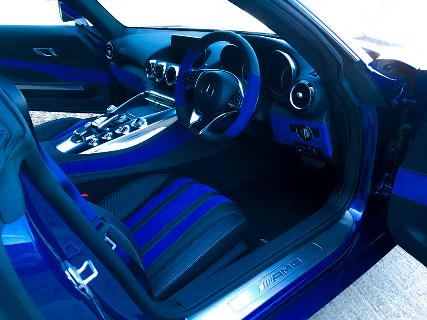 INTERIOR_BLUE-AMG_01_fl.jpg