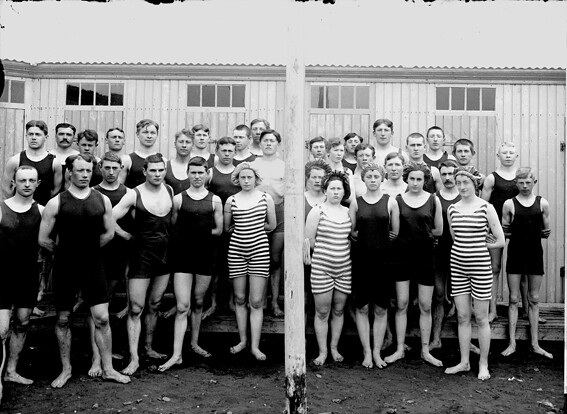 bw group of swimmers.jpg