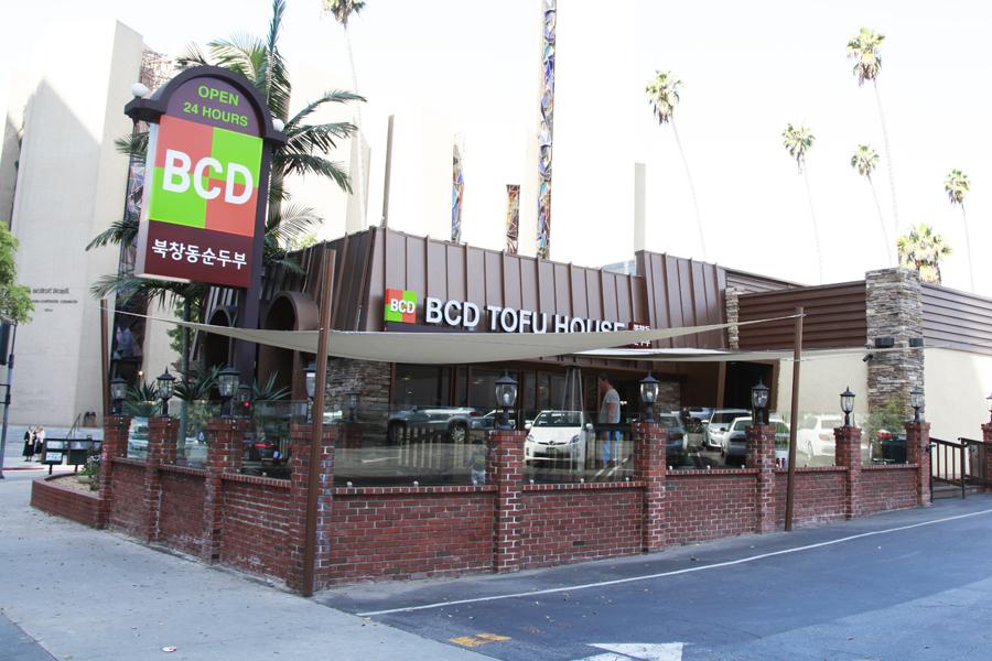 Wilshire Blvd. - Wilshire & Kingsley (Since 2000)Address: 3575 Wilshire BlvdLos Angeles, CA 90010Hours: Open 24/7 Alcohol: YesPhone: (213) 382-6677