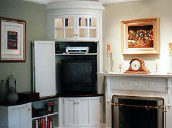 BOWED - This bowed corner unit solved that old