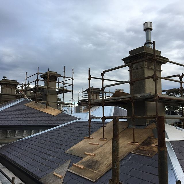 Currently working on Cumnock House at The Avenue, Parkville. Works include restoration and repairs to five heritage chimneys. #construction #heritage #repairs #rendering #solidplastering #render #melbourne #restoration #chimney