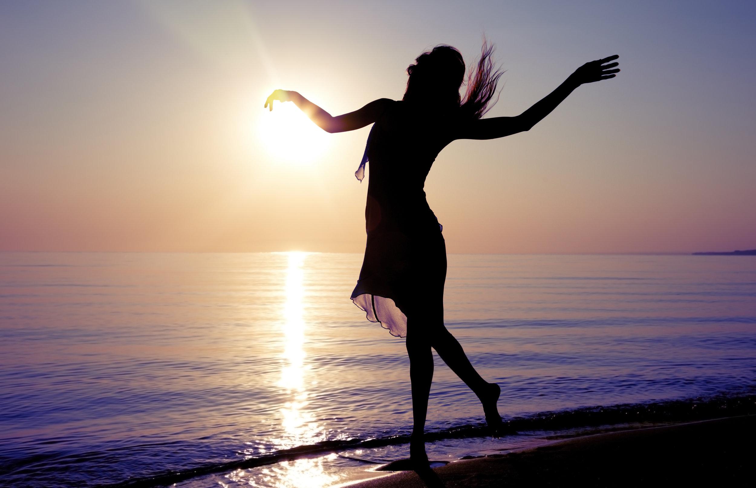 dancing woman_146103092.jpg