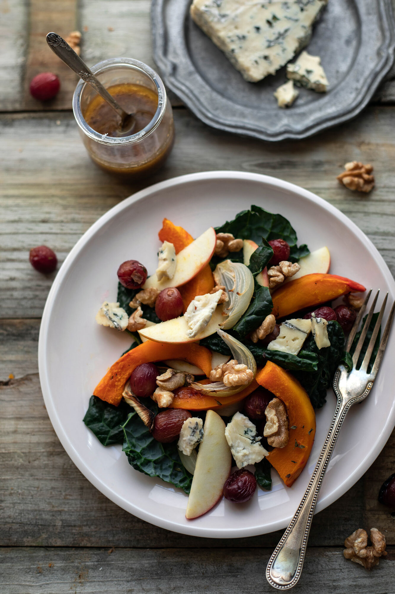 tray bake autumn salad with squash, roasted grapes, apples and blue cheese