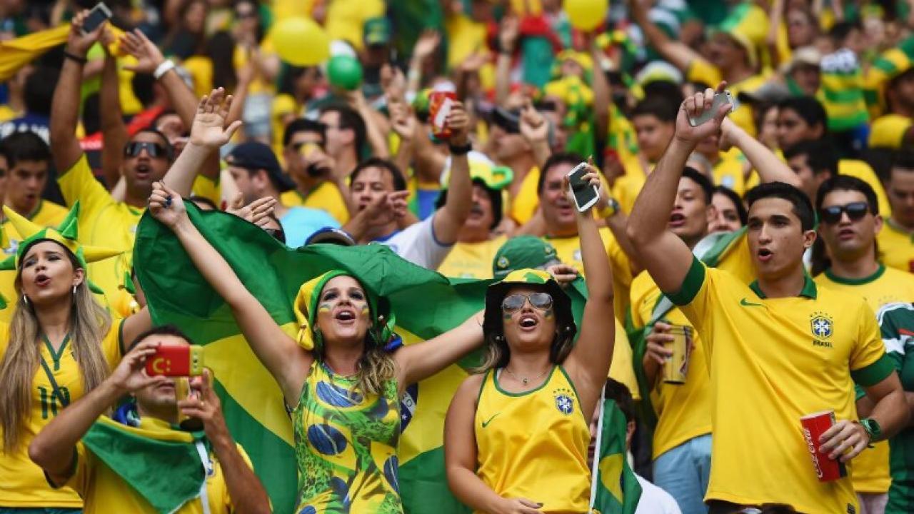 brazilian-fans-cheer-1.jpg