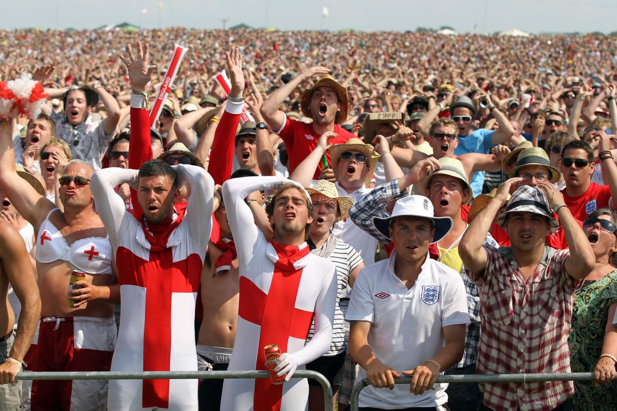 england-soccer-fans-.jpg