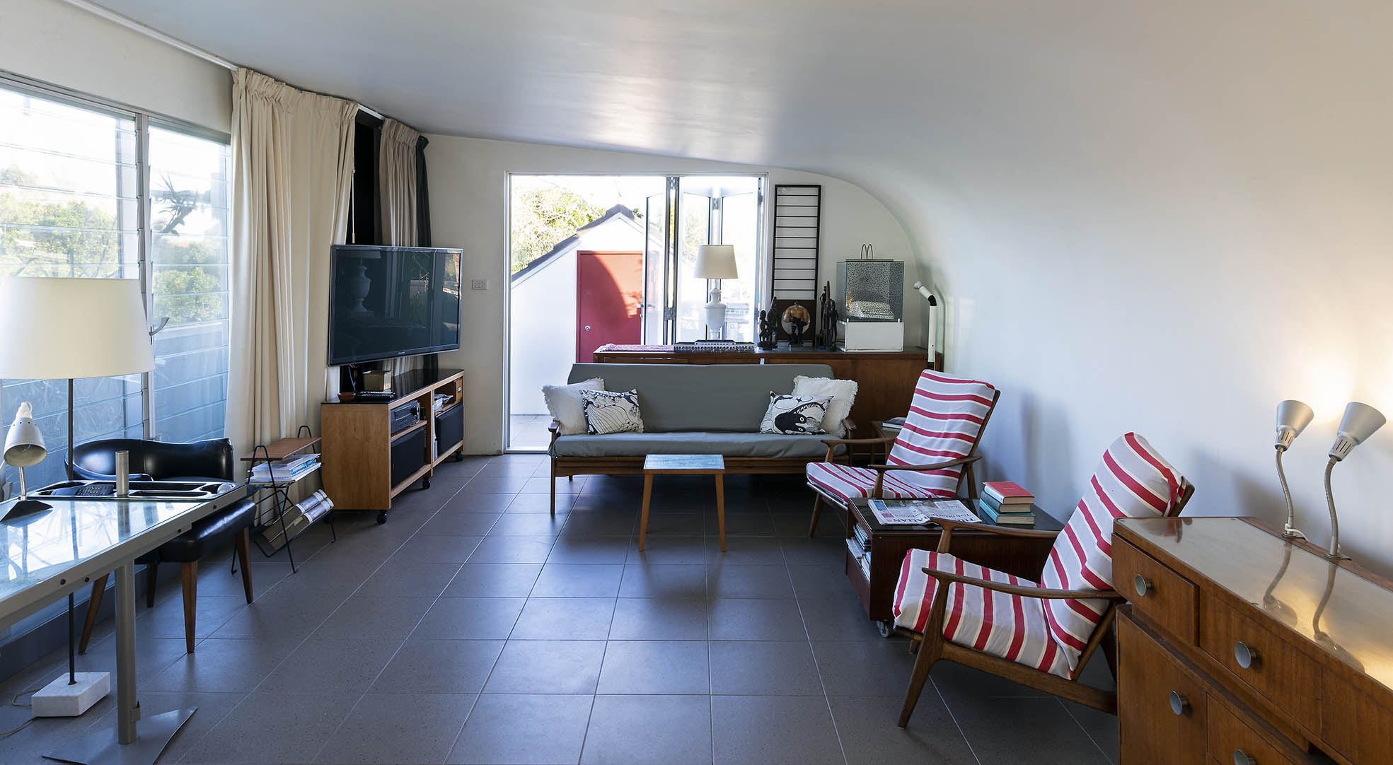 Bondi Retro Designer Apartment . Bondi Beach Holiday Homes7.jpg