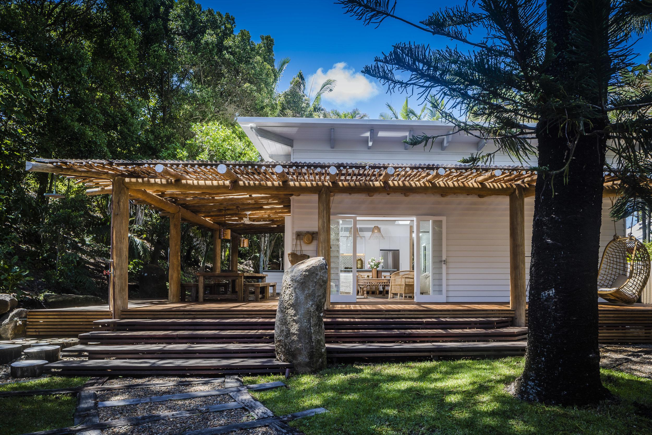 Eternity Beach House-Belongil Holiday House3.jpg