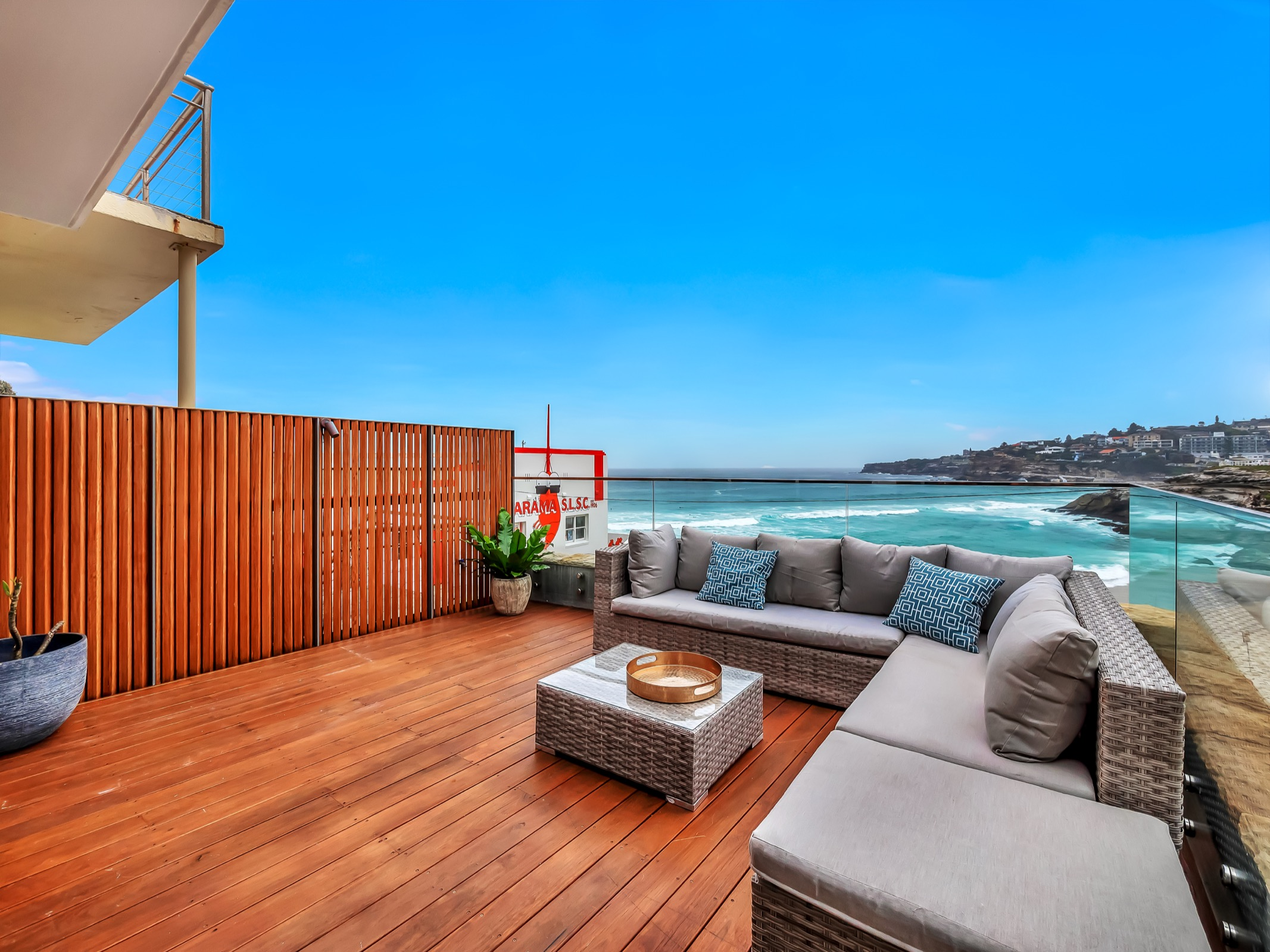 Beachfront Suite Tamarama. Bondi Beach Holiday Homes3.jpg