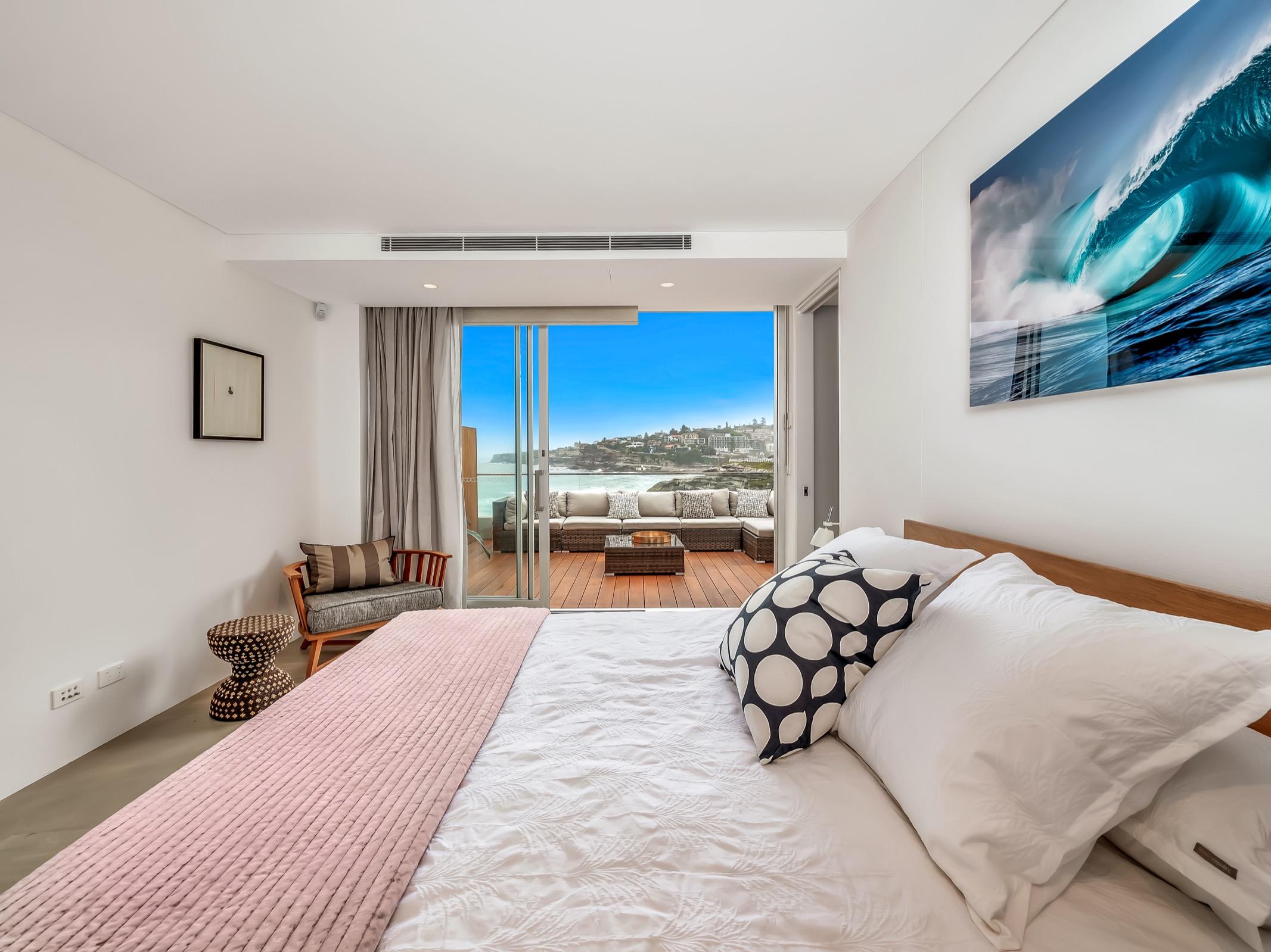Beachfront Suite Tamarama. Bondi Beach Holiday Homes17.jpg