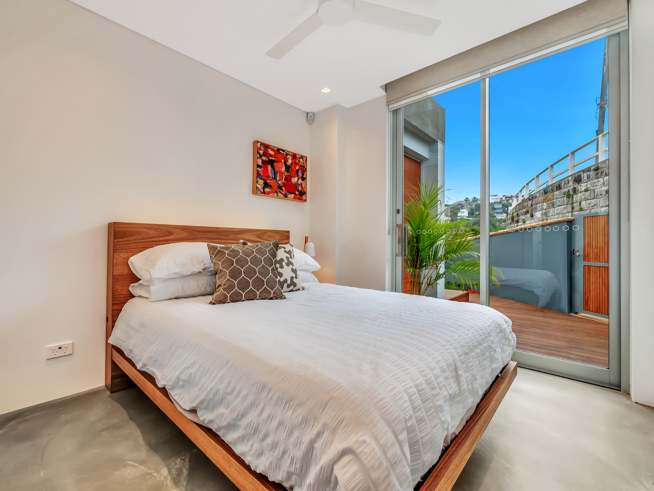 Beachfront Tamarama Residence. Bondi Beach Holiday Homes17.jpg