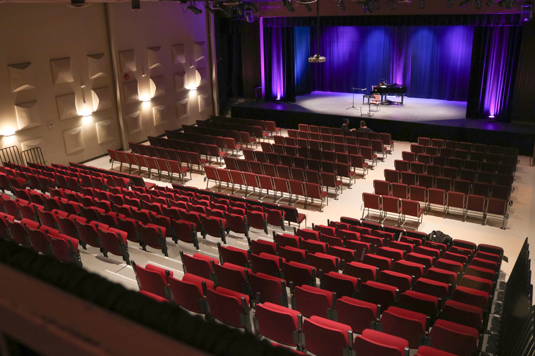 Glesby Theatre - The theatre has a state-of-the-art sound system, performance lighting, and a large stage suitable for dance troupes, theatre companies and other performances. The theatre has a maximum of 444 seats. A typical concert set has 418 seats. A Coffee House setup, of tables and chairs, seats 200.
