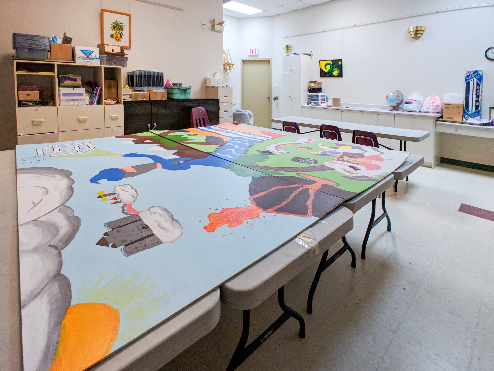 Classroom - A large classroom is available for classes and workshops. It is also used every Wednesday afternoon as a studio for artists to work independently in the company of other artists. Maximum of 34 people.