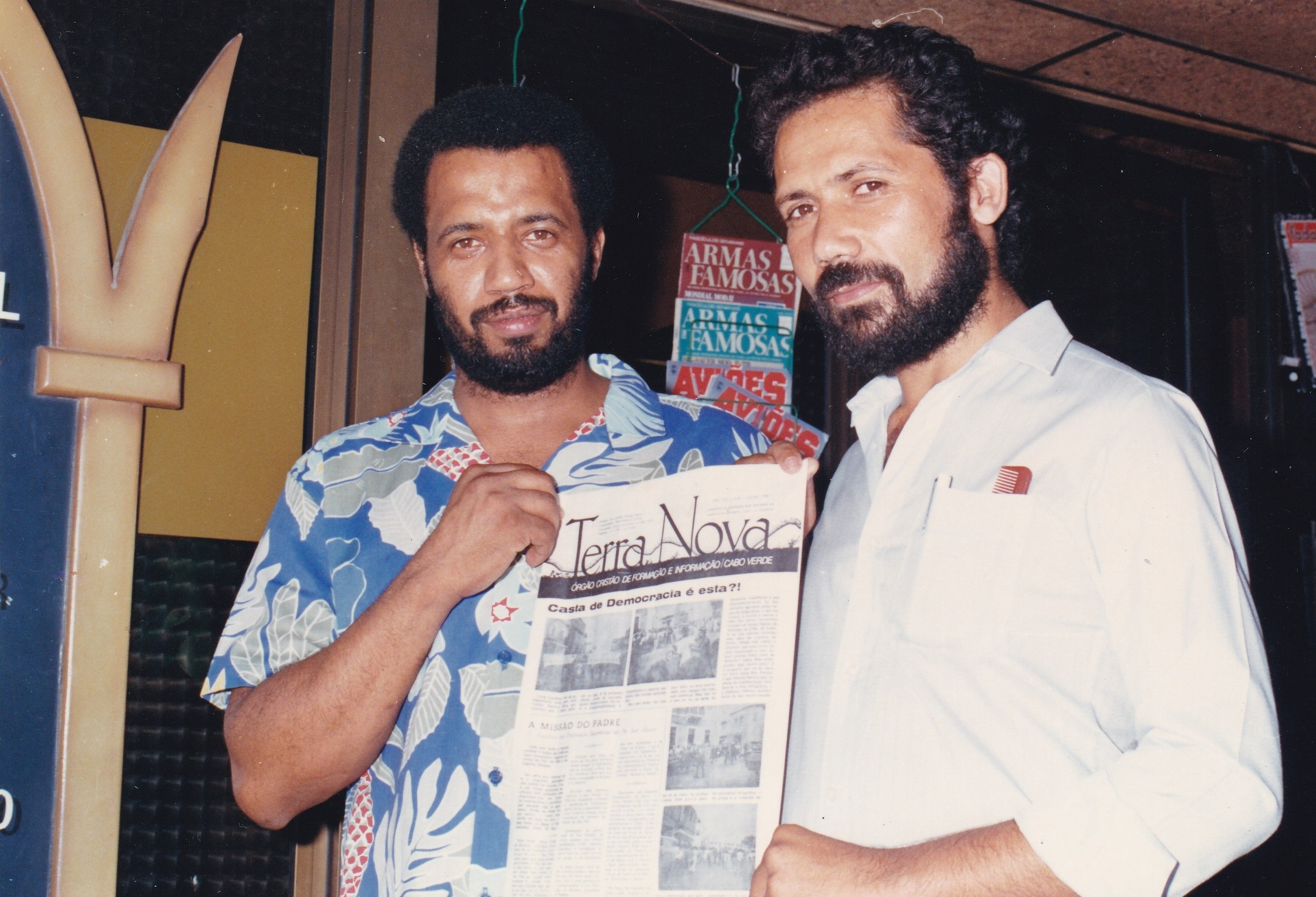 (L) An image from a rally for the independence in São Vicente, Cape Verde 1974 (R). In 1989 Diniz and his friend Antonio Almeida pose for a picture while holding Terra Nova, a pro-independence publication.