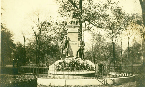1900_Goodale_Statue.jpg