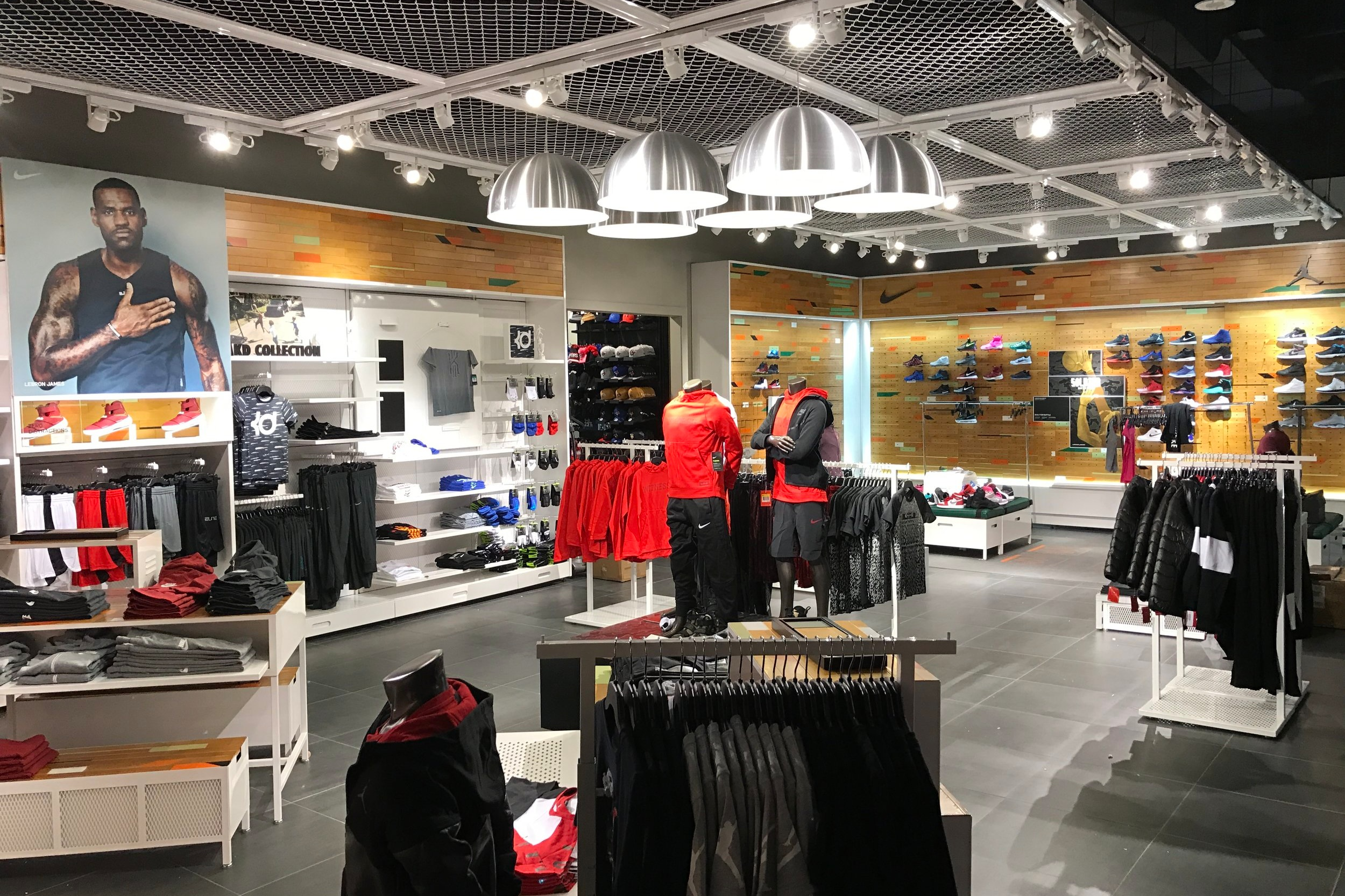 Footlocker Metrotown -