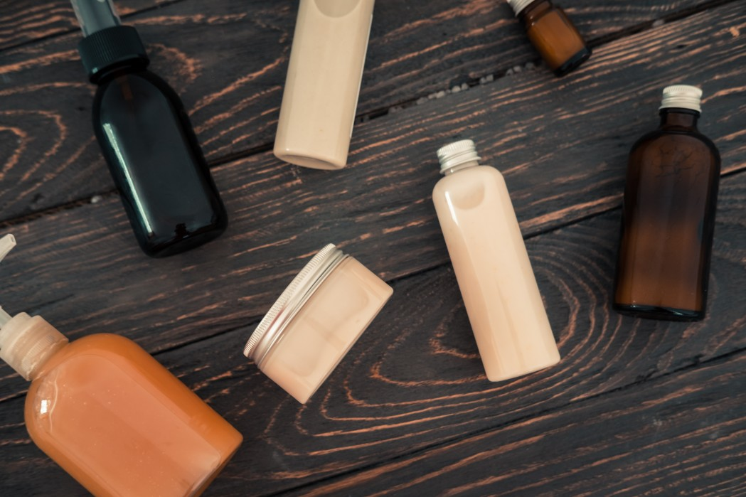 bottles-with-spa-cosmetic-products-from-above-on-dark-brown-wood-table-beauty-blogger-salon_t20_8lNJRa.jpg