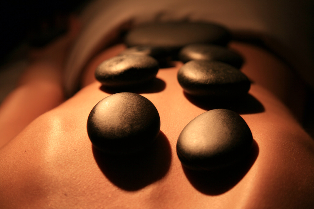 hot-stone-massage_t20_K9Ogz3.jpg