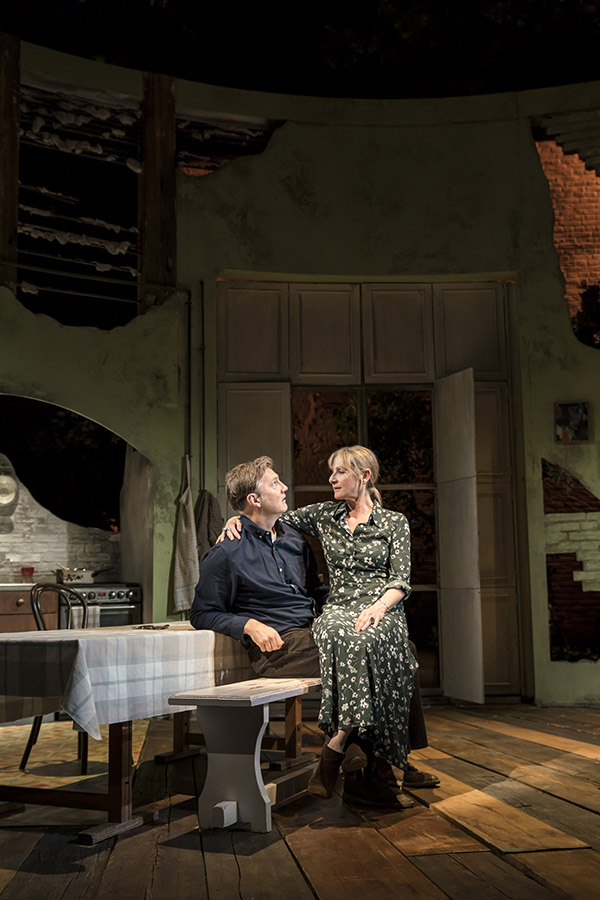 David Morrissey and Lesley Sharp photographed by Johan Persson