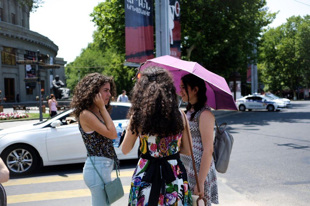 3-Girls-street-1024x683.jpg