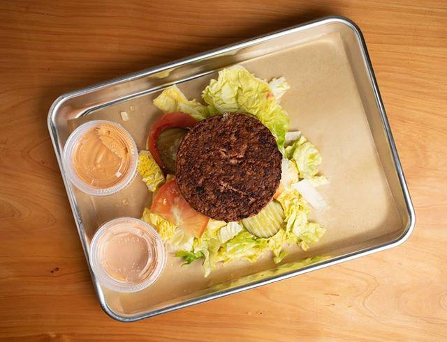 Look out below.. for this beautiful Beyond Burger/Salad Bowl Style...yum🥗  #grandeur #beyondburger #veganfood #oaklandvegan #oaklandfoodie #berkeley #berkeleyvegan #berkeleyfoodie