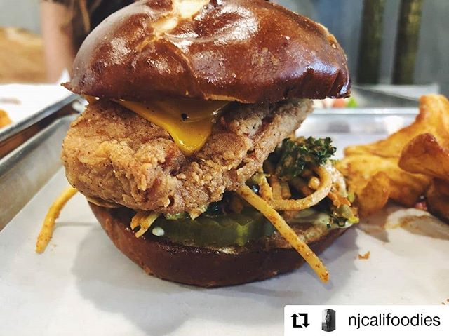 Look at this mouthwatering photo by @njcalifoodies! Mmm Mmm Good😍 Our Vegan Spicy Coleslaw pairs so well with our Halal Chicken Burger! Come by and give it a try! #letseat 📸: @njcalifoodies  #halal #chickenburger #coleslaw #berkeley #berkeleyvegan #berkeleyfoodie #berkeleyhalal #oaklandvegan #oaklandfoodie #oaklandhalal #oakland #twistedfries #mmmmmmgood