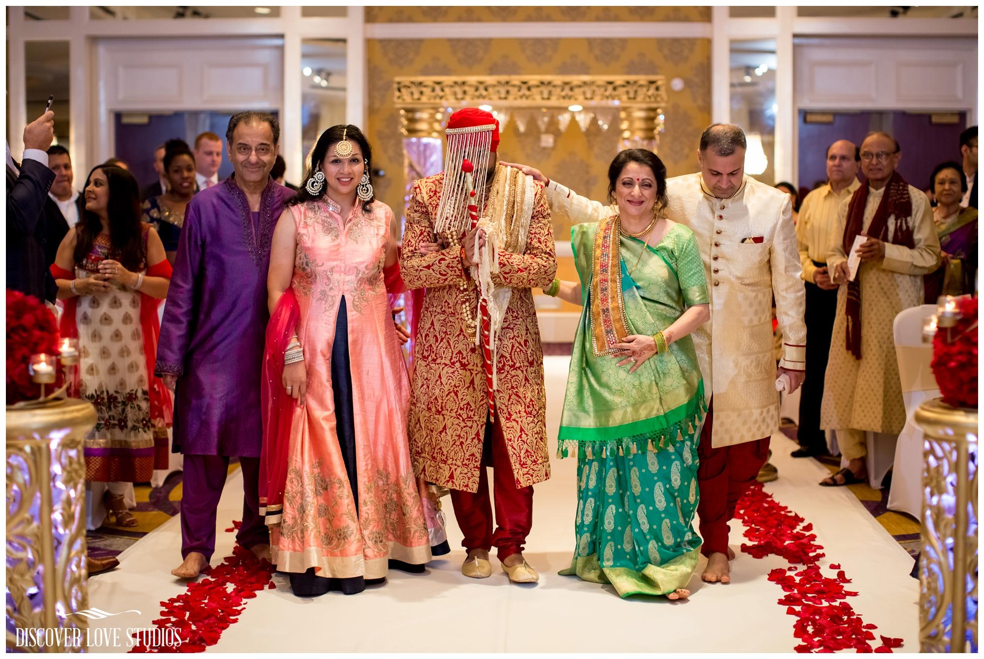 AneeshaVikasIndianWeddingHiltonCharlotteNCDiscoverLoveStudios_0025.jpg