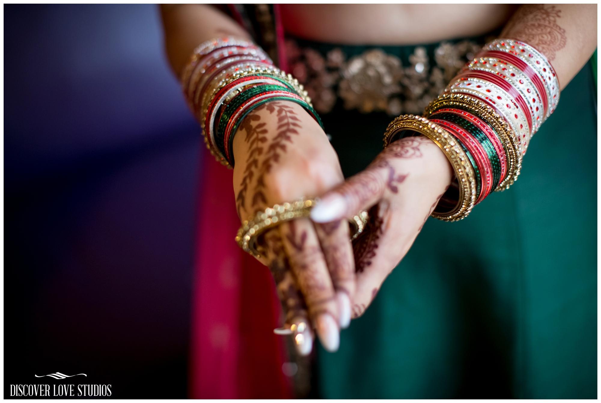AneeshaVikasIndianWeddingHiltonCharlotteNCDiscoverLoveStudios_0043.jpg