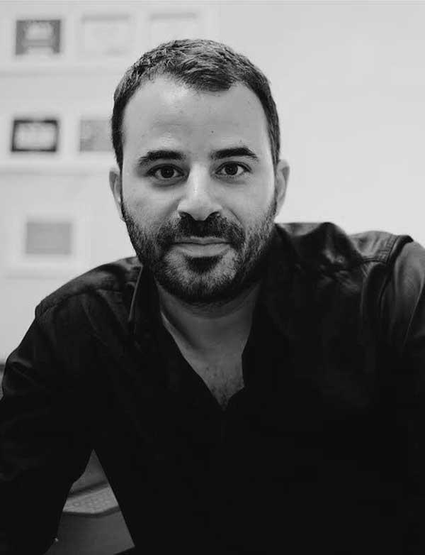 """À propos - Je m'appelle Ilan Abehassera, et je suis un Entrepreneur dans la tech (chez Willo), et investisseur (chez avrhm capital) basé à 🗽 depuis 2004.Cela fait un moment maintenant que j'avais envie d'interviewer ces entrepreneurs et cadres Français qui réussissent aux USA, dans tous les domaines: restauration, mode, tech, art, etc. Je sais qu'il y a une """"Secret Sauce"""" 👩🏼🍳. dans toutes ces réussites, et je veux la partager. J'irai chercher des profils que l'on connait un peu moins, mais avec des histoires toutes aussi passionnantes.Contact"""