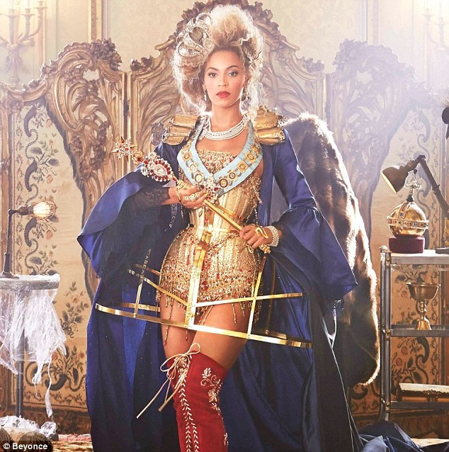 28febcc800000578-3093593-so_regal_beyonce_dressed_as_a_queen_for_her_music_video_for_bow_-m-6_1432339003710.jpg