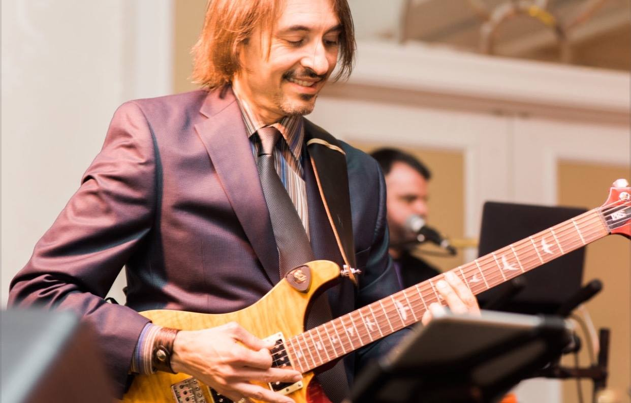 Wedding guitarist charlottesville Berto Sales.jpg