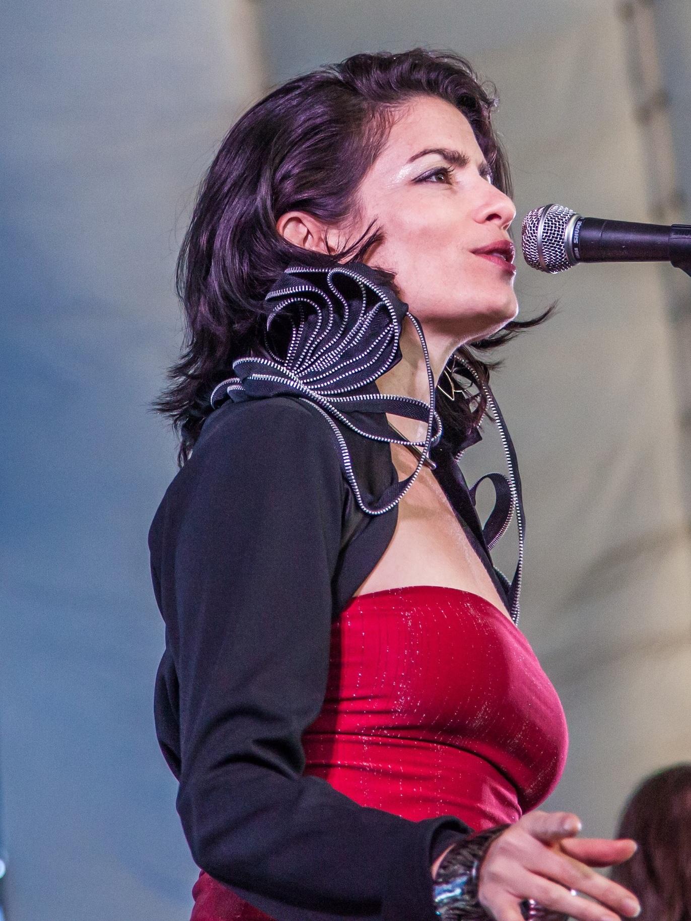 Madeline Holly Sales Vocalist Charlottesville Va.jpeg