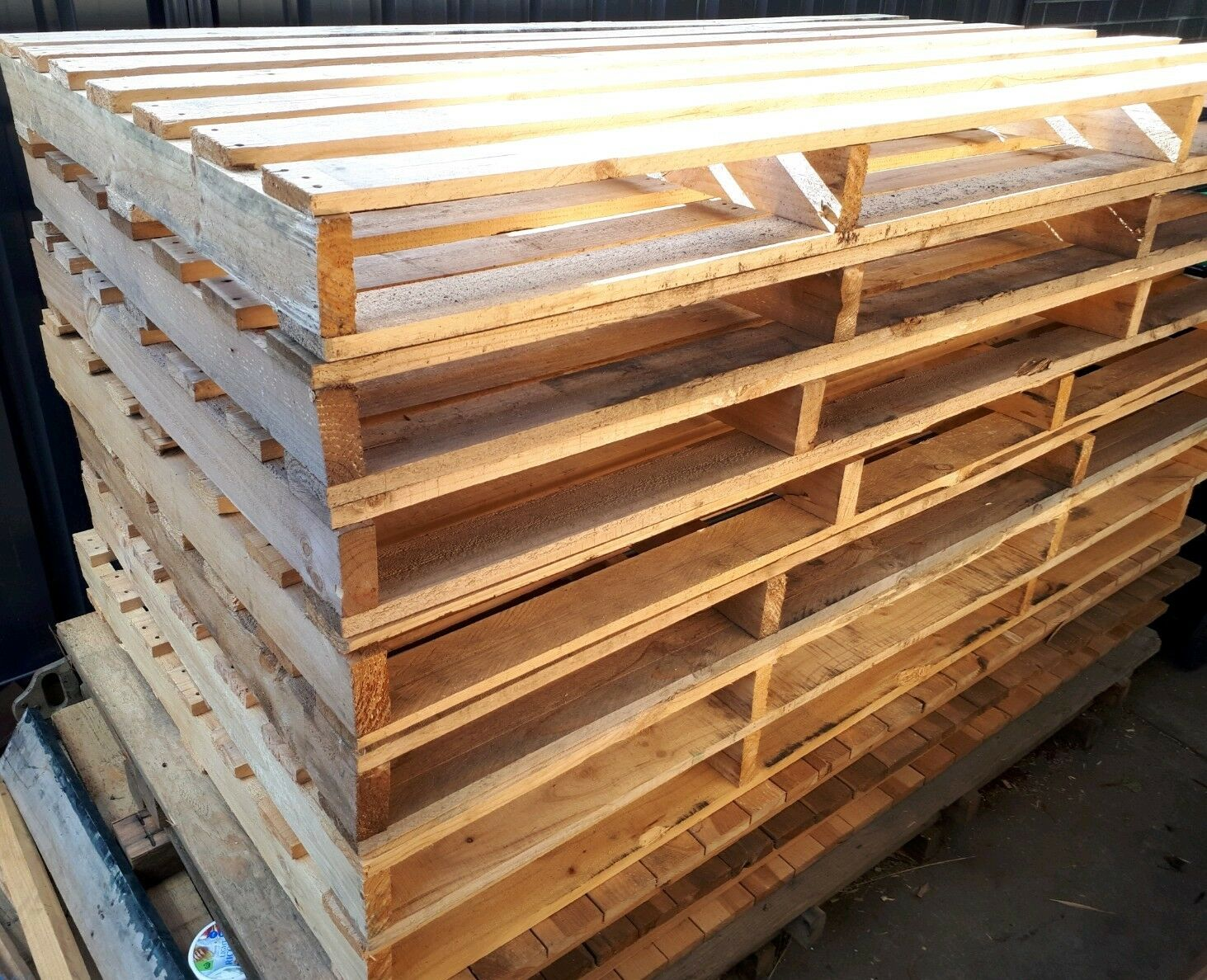 Mac's Wood Products | We Buy/Sell Crates and Pallets!