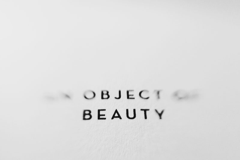 Monica-Galvan-photography_black-and-white_typography-words-lensbaby_an-object-of-beauty