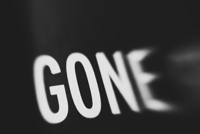 Monica-Galvan-photography_black-and-white_typography-words-lensbaby_gone