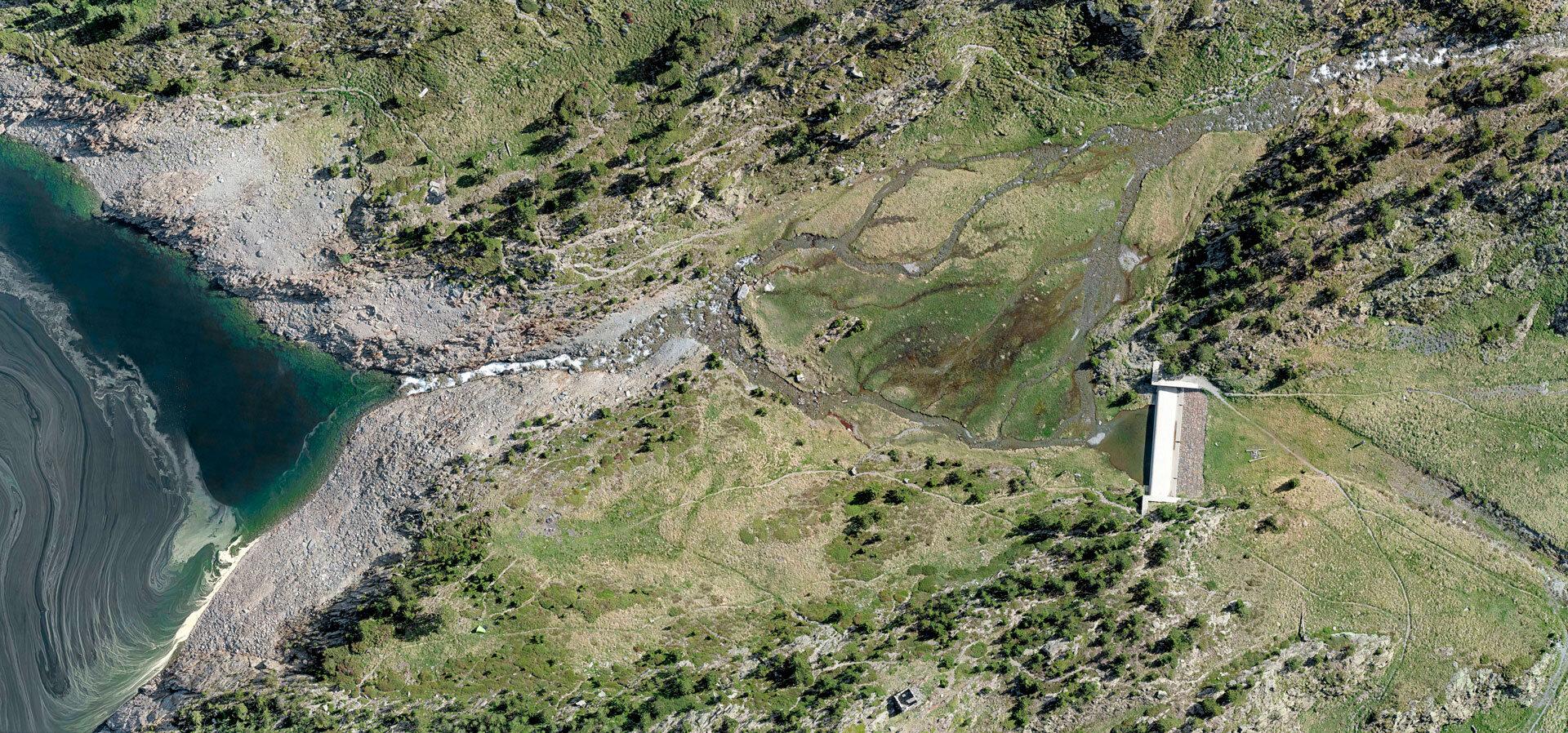 Observation suivie pour la gestion des milieux : forêts, zones humides, … - Ici, une zone humide dans les Pyrénées Orientales. Précision de 1,6 cm/pixel