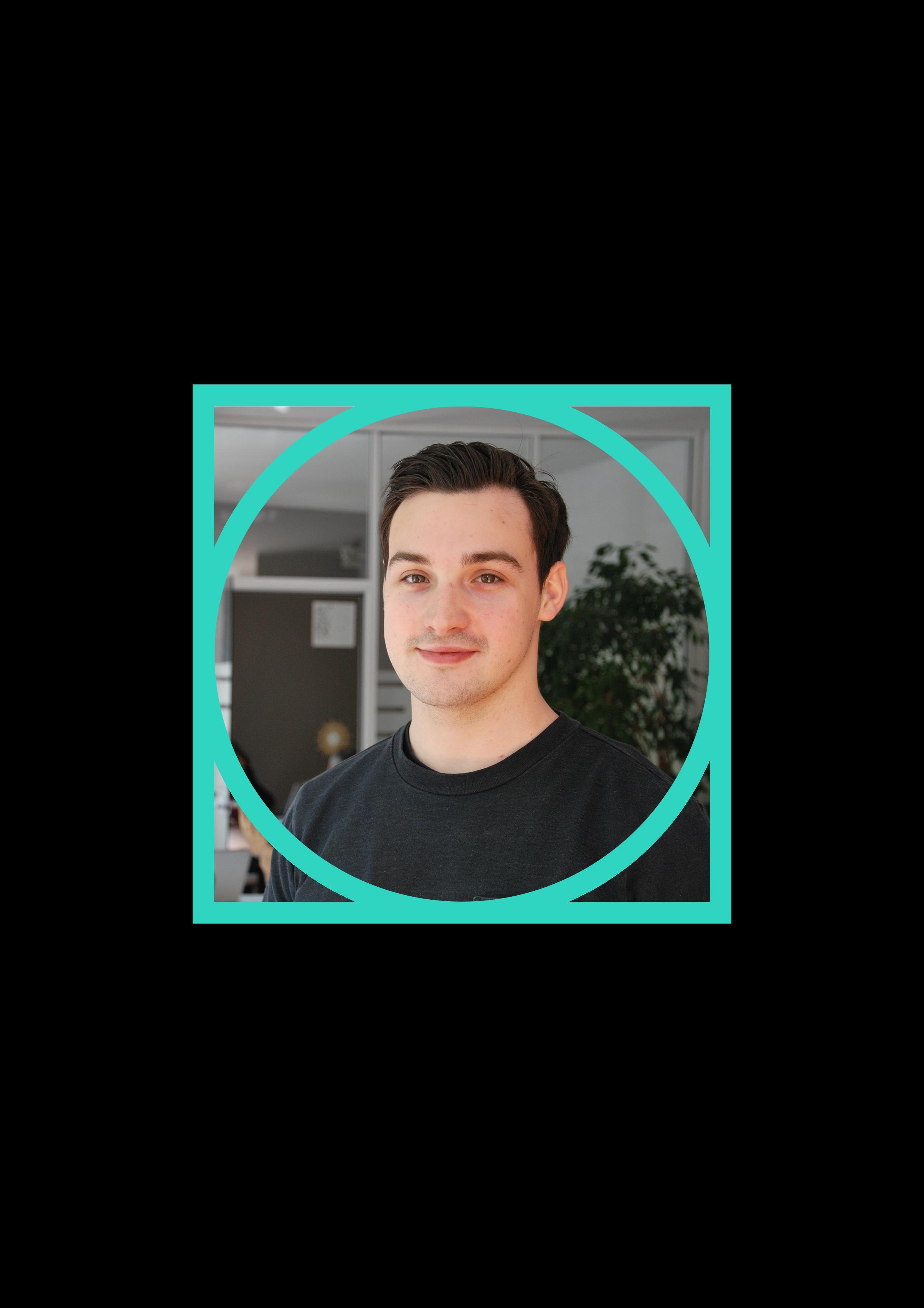 Quentin - Brand & Content Manager   Le trouble-fête en chef, designer de génie entre deux blagues plus ou moins drôles ! Son style social :  #explorer #entrepreneur   Suivez son parcours sur  LinkedIn  !  #design #ambianceur #iicp