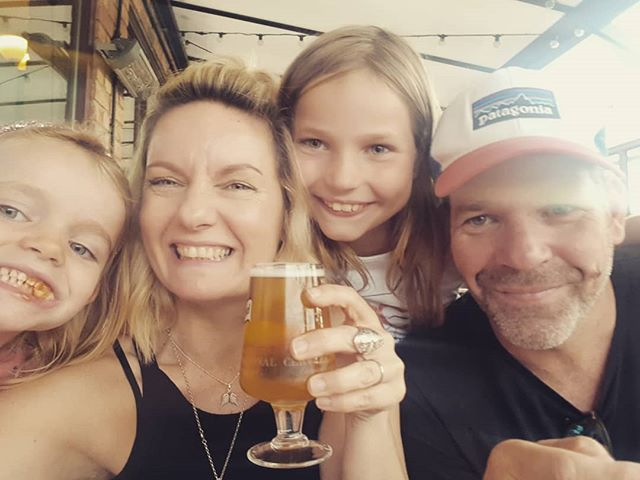 Celebrating at the @poppyandpint after the wonderful whirlwind of a first week at The Good Weigh 💚 Thanks to everyone who has made it so much fun 🤗 If you enjoyed your visit leave us a review on Facebook or on Google reviews. Now it's time for #beers 🍺 Happy weekend #zerowasters ✌🌳🌍