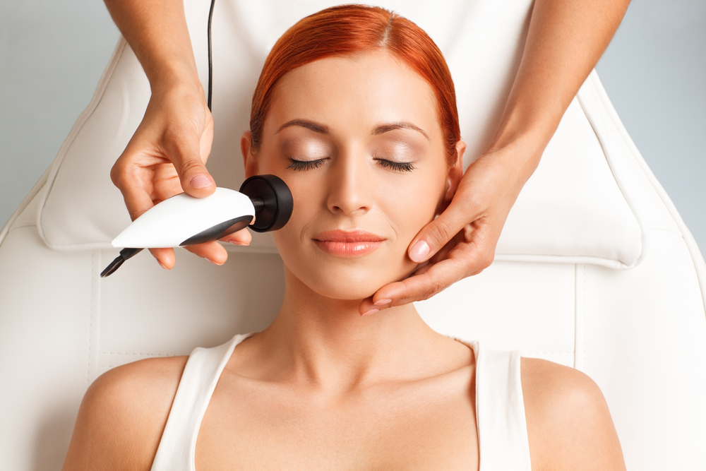 Collagen Lift - Try our latest new treatment!Attack sagging skin on your face, arms, thighs, knees and abdomen with our brand new radio frequency machine. Used by growing numbers of the celebrity set (including Kylie, Kim K and Mel B) this treatment is highly effective and painless. Plus there is no downtime.