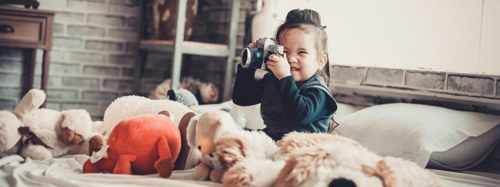 adorable-asian-children-bed-860538-e1529938620249-1600x598.jpg