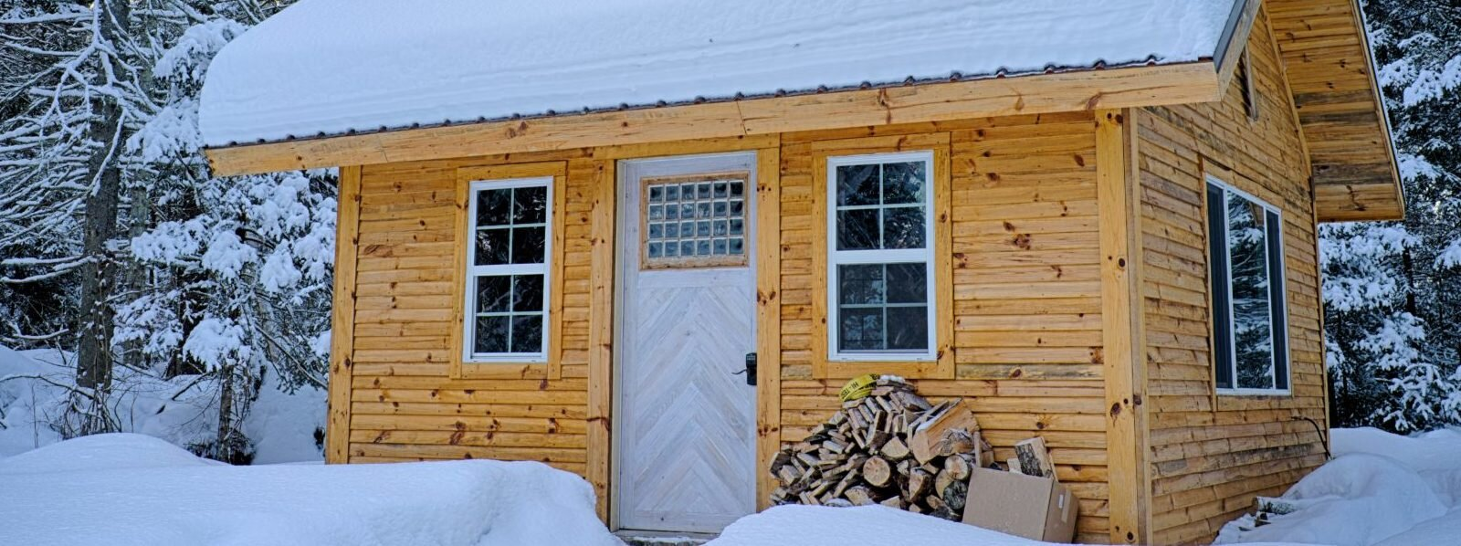 bungalow-cabin-chalet-749231-e1544117226969-1600x598.jpg