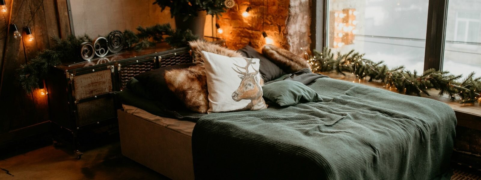 apartment-bed-bedroom-1879061-1600x600.jpg