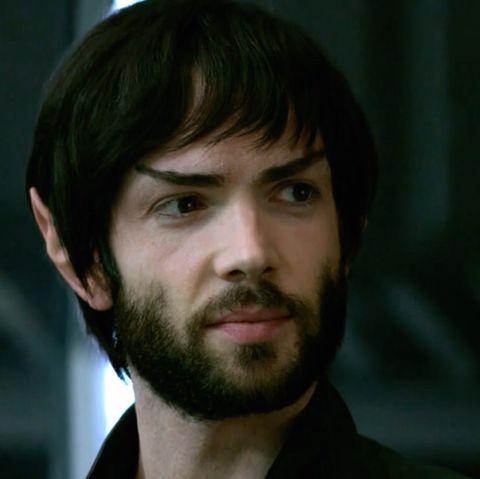 Spock - Sim, o personagem mais clássico de Jornada nas Estrelas aparece na segunda temporada. E o ator Ethan Peck manda bem, viu?
