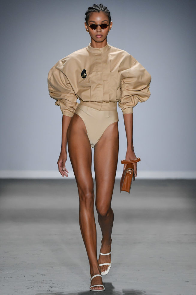 Chique, né? - A estilista Marcella Franklin faz uma moda praia com volume, minimalista e arrojada