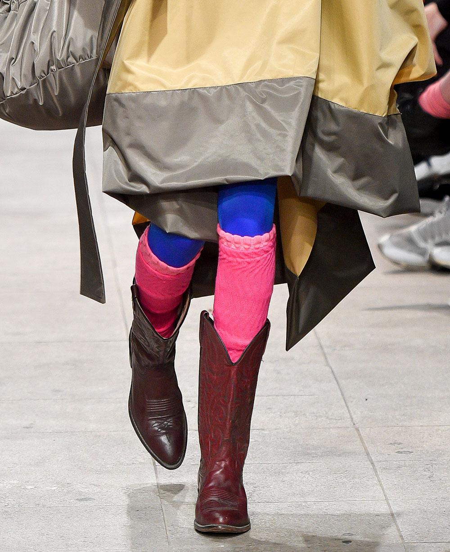 These boots are made for walking - Os romeiros de Rober Dognani usam bota de caubói. Foto: Marcelo Soubhia/Fotosite