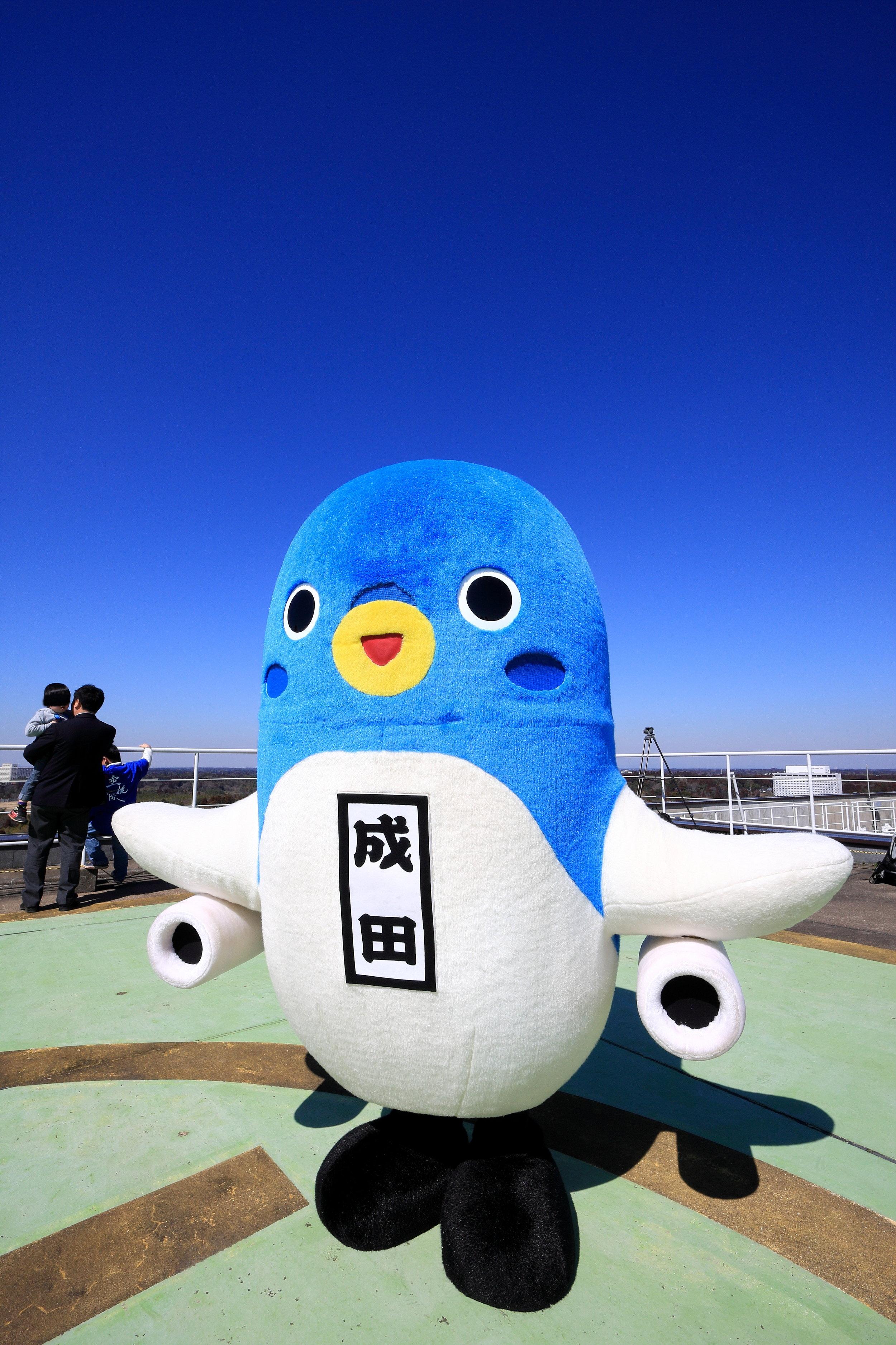 2017: Unari-kun - De Narita, lugar onde fica um dos aeroportos internacionais mais famosos, perto de Tóquio. Unari-kun é metade avião, metade enguia (???)