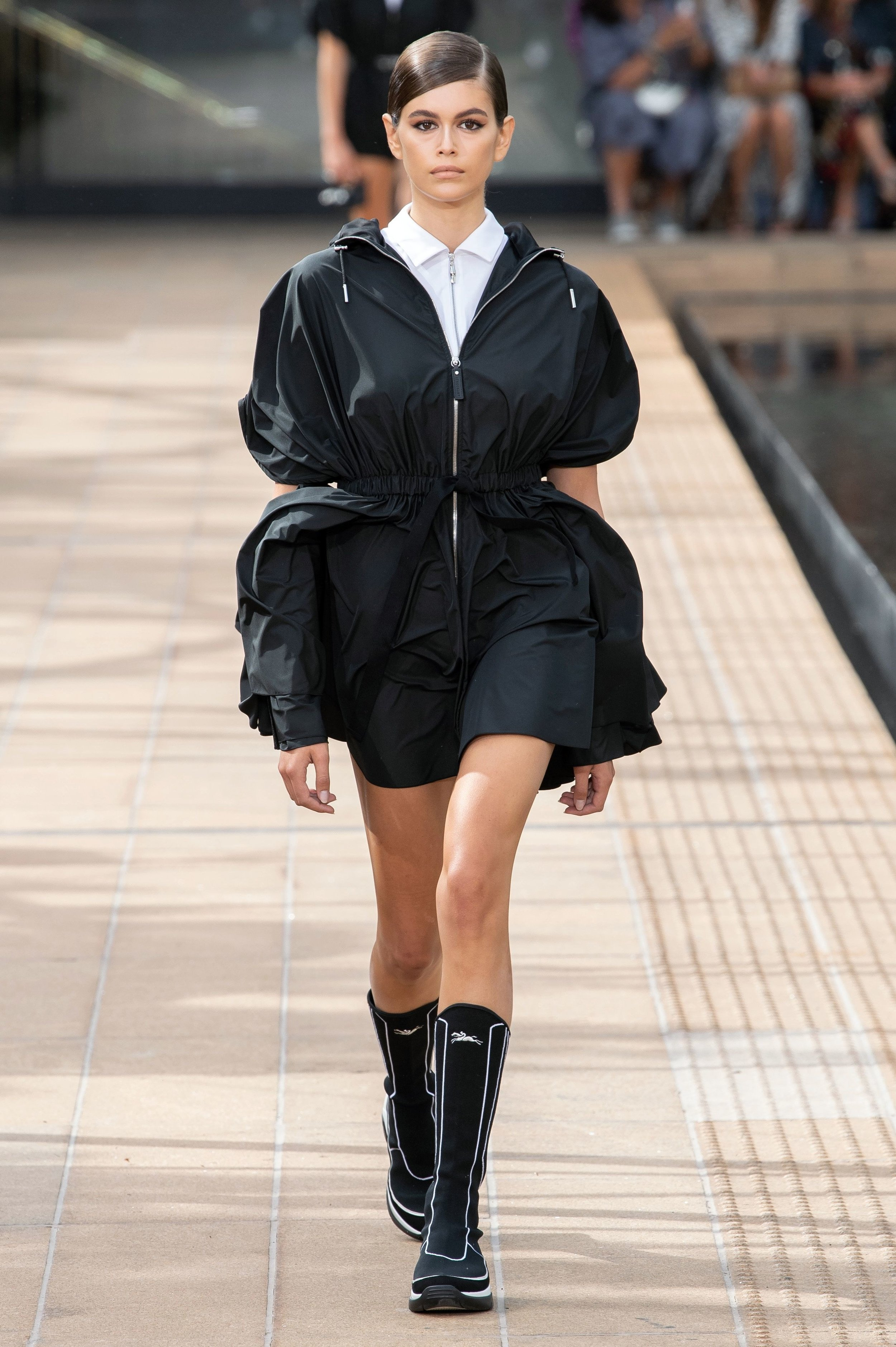 Longchamp - A proporção do volume, o material (nylon), a camisa por baixo, a botinha meio boxer meio motocross… OK, acho que gostei desse look porque é tipo Prada